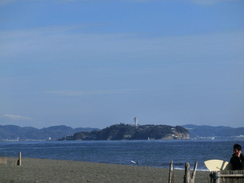 左手には江の島が見えます