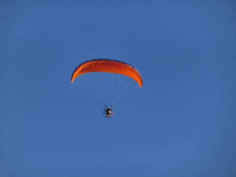 風が穏やかでパラグライダーも楽しそう・・