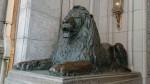 三越入口のライオン。