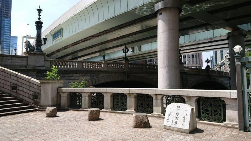 高速道路の下となっている日本橋。